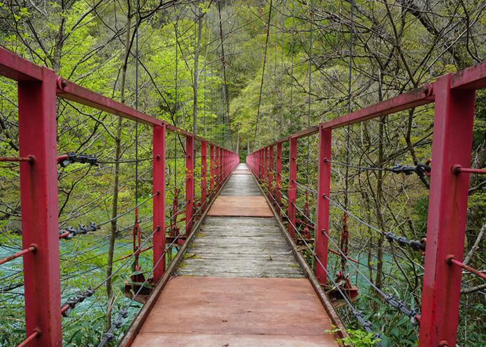 夏瀬温泉 都わすれ近くの赤い橋